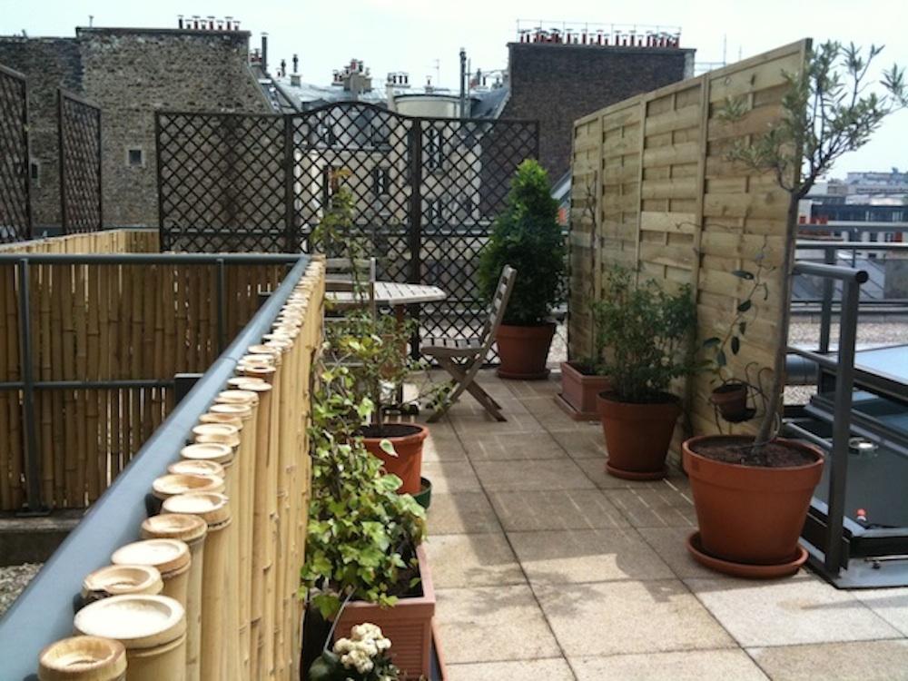 Plantation et amenagement de terrasse parisienne par un - Amenager une cour interieure ...